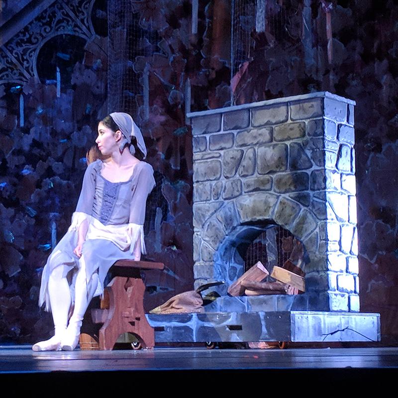 Cinderella Fireplace for Goh Ballet